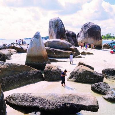 pulau batu berlayar di belitung
