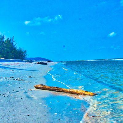 Pantai Tambak Belitung yang indah